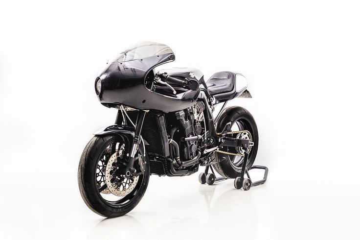 Well Origin8or Cycles decided is was a 93 GSXR 1100 which was to be turned into this sweet custom cafe racer.  This GSXR 1100 Cafe Racer might be one of the sweetest customs using this platform we have seen and is sure to make your wife jealous.