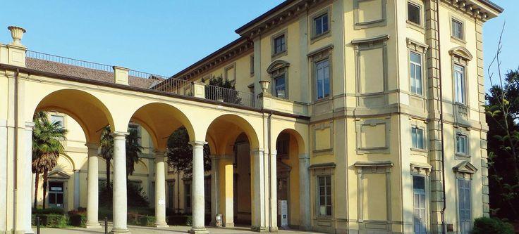Aujourd'hui transformée en école d'agriculture, la villa Pusterla-Crivelli, à une vingtaine de kilomètres au nord de Milan, fut la résidence de Napoléon en 1797.