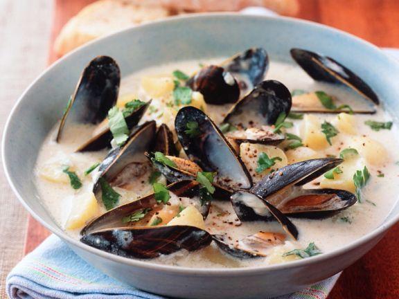 Diese Muschelsuppe-Rezepte lassen die Herzen von Meeresfrüchtefans höher schlagen! Entdecken Sie EAT SMARTER.