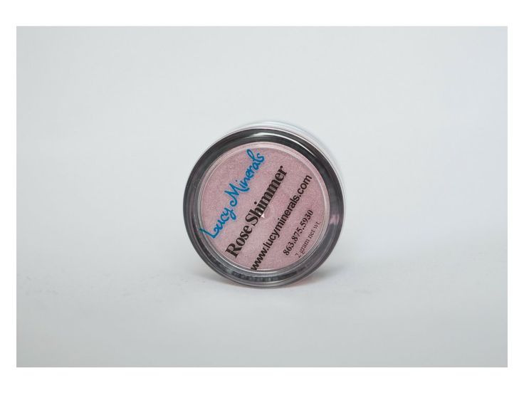 Rose Shimmer je středně růžový odstín se shimmerem.   Požadavky na kvalitu a výdrž očních stínů jsou u většiny žen stejné. Ať už jste vrcholová sportovkyně, tajná agentka, máma na plný úvazek nebo