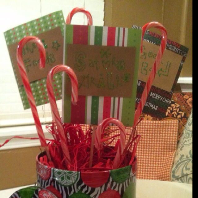 Christmas Gift Card Bouquet.  It would be great to organize the whole class to bring cards for the bouquet!