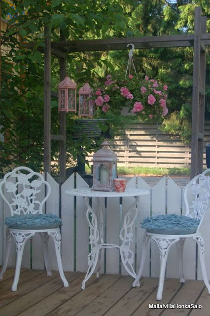 Adorable little shabby chic porch set up