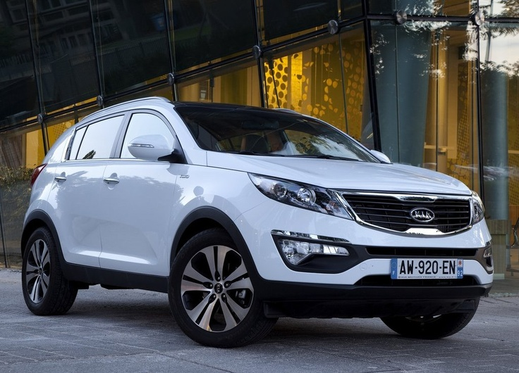 2011 Kia Sportage EX with Premium Package for the leather & panoramic sunroof (176hp, 21/29 mpg) in White