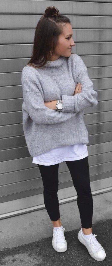 Einfache Outfit-Idee Grauer Pullover Mehr Weißes Oberteil Weitere Skinnies Sneakers Mehr