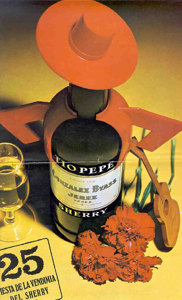 1972: Tio Pepe cenital. / 1972: A view of a Tio Pepe bottle with lighting from above.