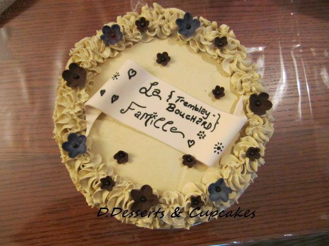 Premier Moka, glaçage base meringue italienne moka, gâteau vanille imbibé au café espresso. La famille a adoré!