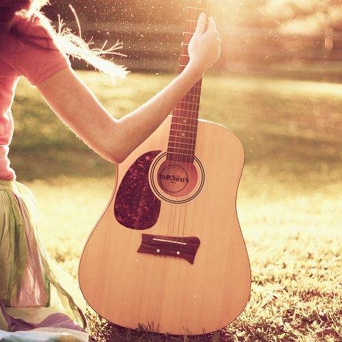 Gitaar spelen op mijn 30-jaar-oude gitaar van de Lidl.. Me gusta!