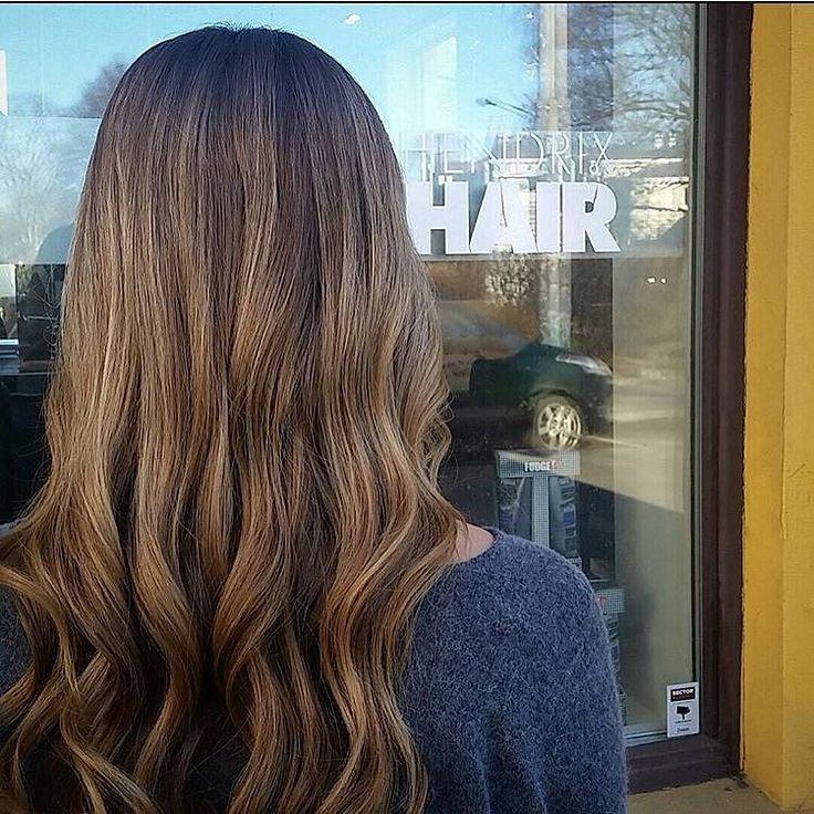 #regram fra @hairbylinns  en av våre nyeste frisører på avd Frogner.  New haircolor  #balayage #hendrixhair #hairdresser #haircolor #hairstyle #brunette #frisør #frisøroslo by hendrixhair