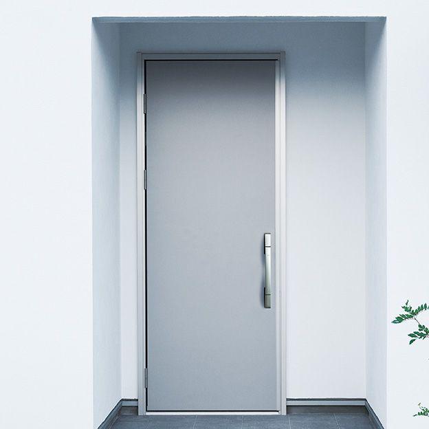ーentrance Door 玄関ドアー 毎日のカギの開け閉めを 安心 快適に 家の顔になる玄関ドアには 飽きのこないシンプルでスマートなドアを採用 カギを見せない高い防犯性と利便性を両立した スマートコントロールキー を標準装備 鍵を使わずにicチップ内蔵のカード