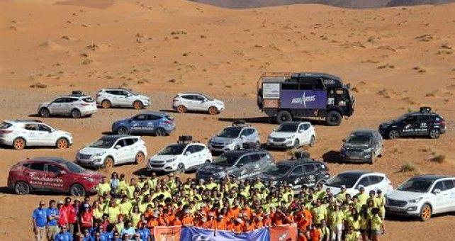 Éxito de la edición décimo aniversario de El Desierto de los Niños, que ha regresado a España tras una intensa semana en la que la larga caravana de 63 vehículos, encabezada por los Hyundai ix35 y Santa Fe, ha recorrido más de 2.000 km por Marruecos repartiendo ilusión en forma de material de todo tipo.