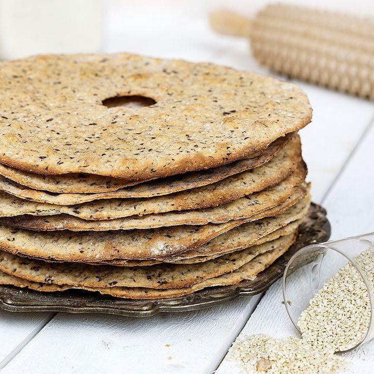 Tunt, krispigt lantbrödsknäcke är gott som förrätt, tilltugg eller frukostknäcke.