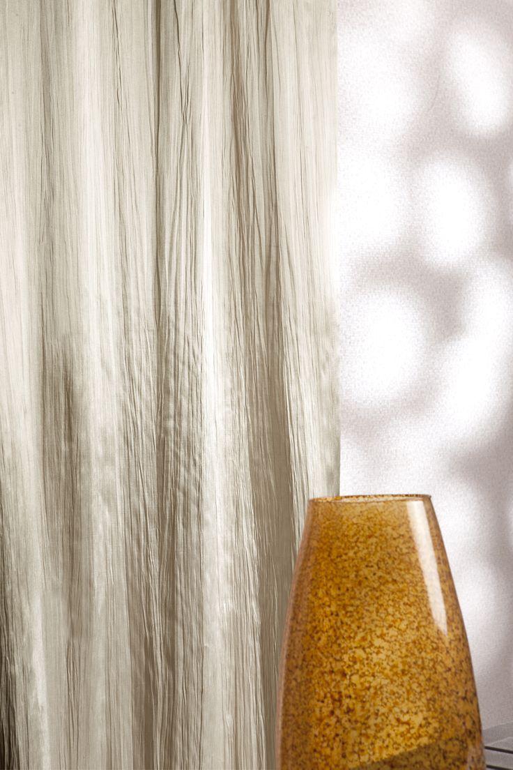 Kingston - Luxe satijn gordijn op maat gemaakt door Essente #gordijnen #interieurdecoratie #raamdecoratie #onlinegordijnen #opmaatgemaakt #goedkopegordijnen #gordijnstof #gordijnstofbestellen #effengordijnen #kantenklaar #curtains #fabrics #curtainsonline