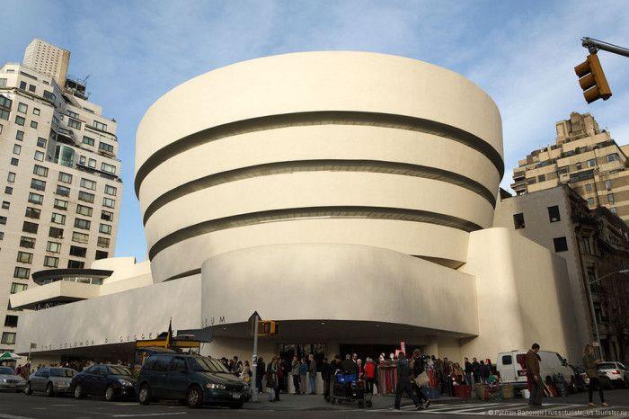 6 музеев, которые можно посетить, не выходя из дома Музей современного искусства Соломона Гуггенхайма, Нью-Йорк.