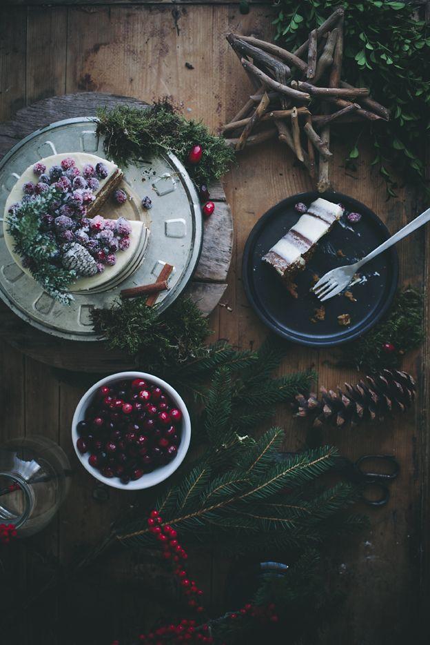 Such beautiful food styling and photography. Mjuk pepparkakstårta | Linda Lomelino