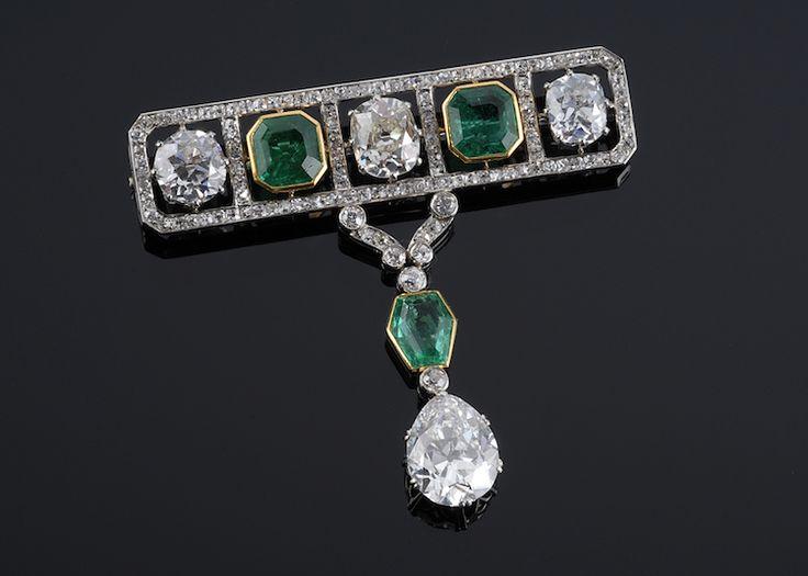 Brosch med smaragder och diamanter av W.A. Bolin 1918