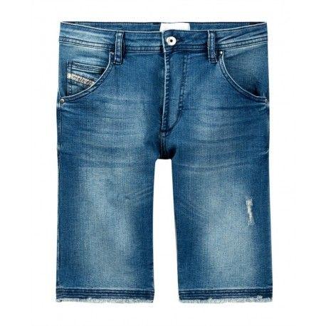 BERMUDA IN JEANS DIESEL KID Bermuda in jeans da bambino della Diesel in denim di cotone con effetto delavè, cinque tasche, doppia chiusura e bordi sfilacciati. Bermuda in jeans Diesel Kid pratici e confortevoli, un capo immancabile nell'armadio del vostro bambino. #diesel #dieselkid #shorts #shortsdiesel #bermuda #pantaloncini #jeans #boy #kid #junior #child #children #abbigliamento #clothing #shoponline #ecommerce #fashion #moda #saldi #sconti #promozioni