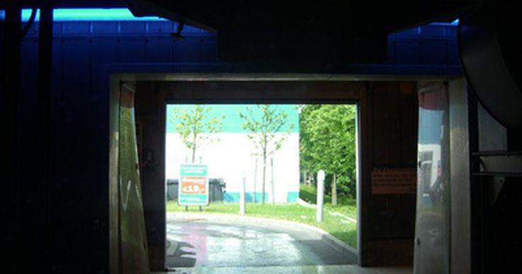 Cómo montar un negocio de lavado de autos. Hay una gran variedad de negocios de lavados de autos. Existen los lavaderos completamente automatizados (como el túnel de lavado), que requieren escasos gastos generales. Además, existen los negocios de lavados de auto personalizados o a mano, que pueden ofrecer un detallado más completo tanto del interior como el exterior del vehículo, y que se ...