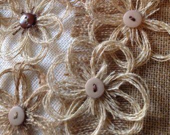 Artículos similares a Rustic Burlap Daisy Flower Set of 12 - Home Decor - Embellishment - DIY - Weddings en Etsy