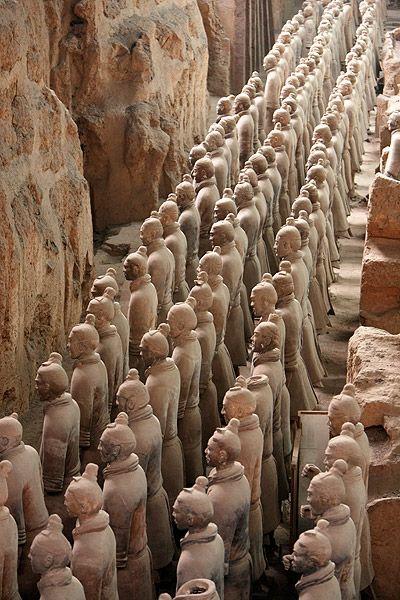 Soldados de Terracota. Xian. China. Todos y cada uno de ellos son diferentes, hechos por le emperador para proteger su mausoleo.
