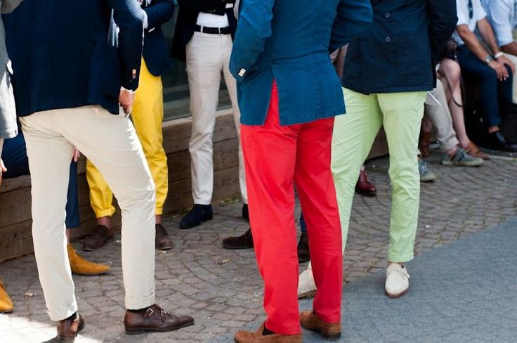 Cores que combinam: vermelho e azul marinhoColored Pants, Colors Pants, Men Trousers, Guys Fashion, Guys Style, Men Style, Blue Jeans, Men Fashion, Men Street Styles