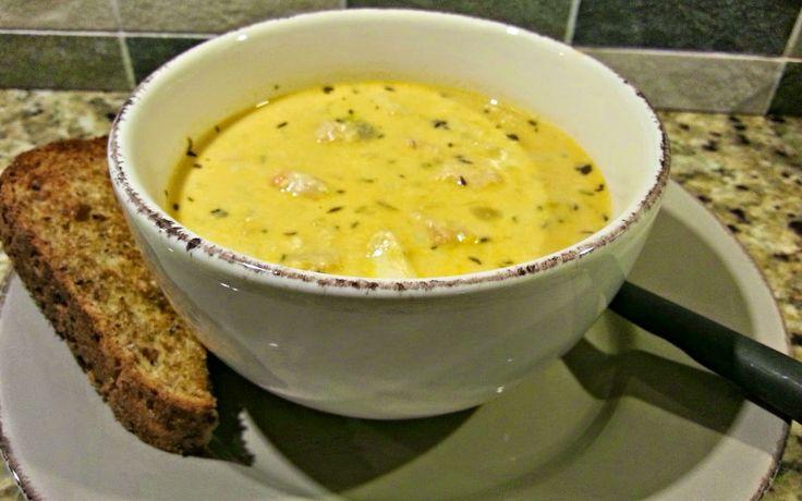 Fisksoppa med torsk, lax och räkor
