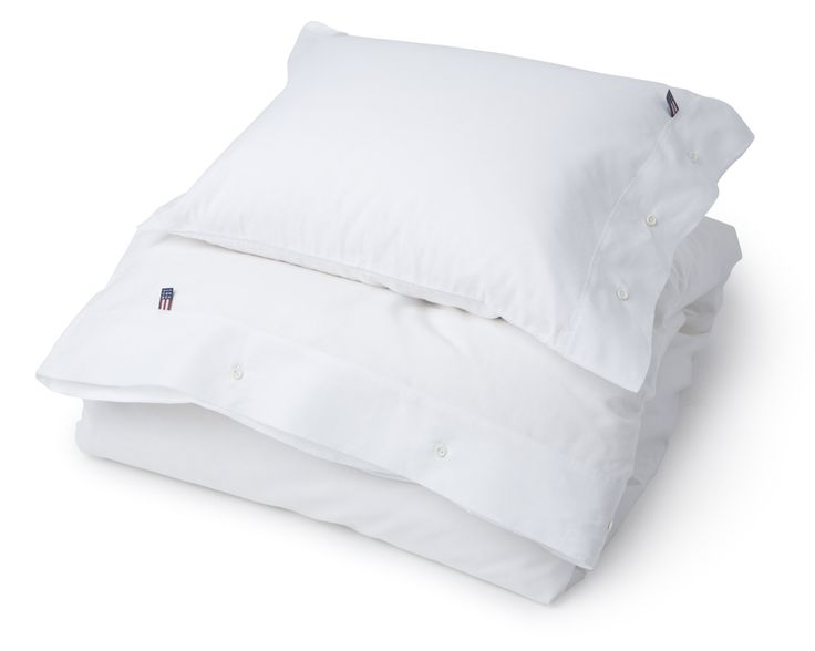 Classic pin point yarn dyed duvet cover of oxford cotton. Lexington closure with rubber buttons. Duvet and pillow case are sold separately.   100% Oxford Cotton