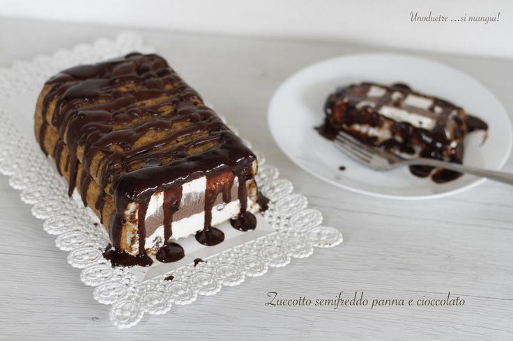 """Lo zuccotto semifreddo panna e cioccolato è un dolce senza cottura e senza uova e la sua particolarità è che si tratta di un dolce """"svuota frigo""""! Perchè..."""
