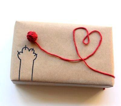 yarn wrapped present, yarn ball gift wrapping, DIY gift wrap l Geschenkverpackung nicht nur für Katzenliebhaber l super niedlich