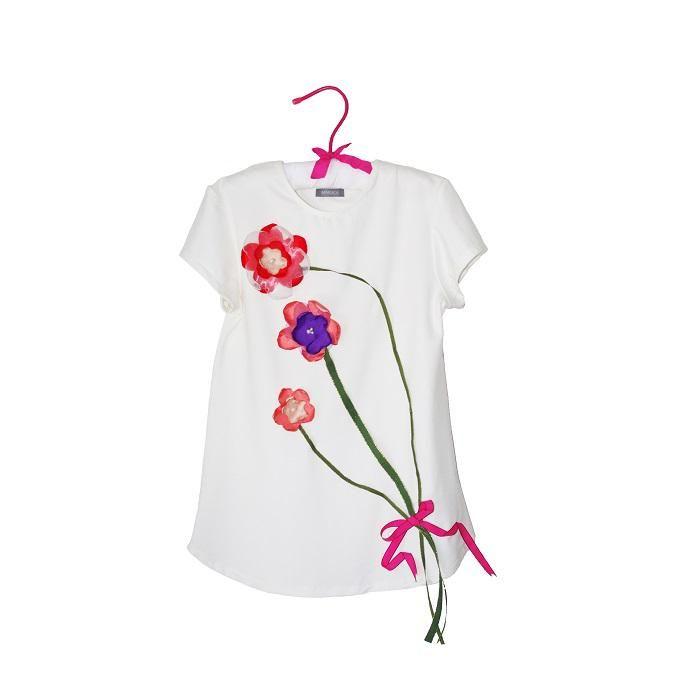 Tricou alb cu buchet flori lucrate manual
