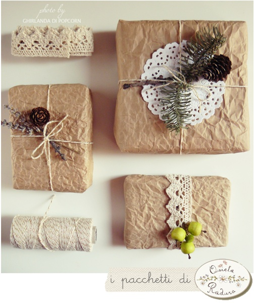 wrapping with crumpled paper and natural decorations {handmade by Ghirlanda di Popcorn}