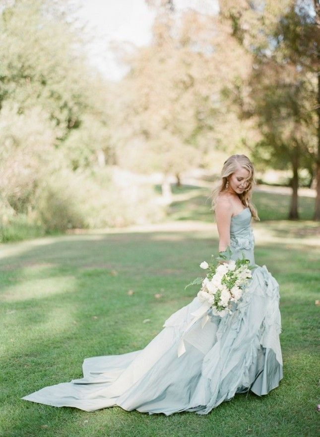 What a gorgeous wedding dress!: