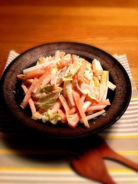 マヨネーズ、お酢、ちょっと塩で和える。すりごまも入れて、和風コールスロー⁇なかんじ。うちの定番サラダ。 - 9件のもぐもぐ - 柿と白菜のサラダ by chiran