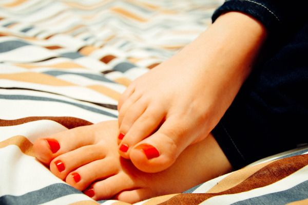 Happy Feet: What folk remedies do you use for corns on your feet?  Here is an article about a home remedy that I have found on-line .  It consists of products you may already have in your cabinet and fridge.  I am curious if the Shasta Daisy Oil that I have been getting good results with for reducing moles, growths, skin tags and age spots would help to reduce corns and share more about on our sister foraging pages  https://livingnatureslove.wordpress.com.  I did see caster oil suggested in…