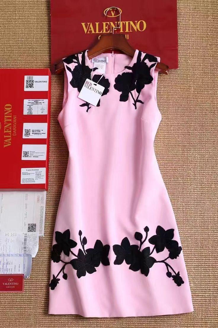 Платье Валентино розовое с черными цветами! Милое платье с вышивкой. Ткань хлопок. Размеры S M L Цена 5999 руб