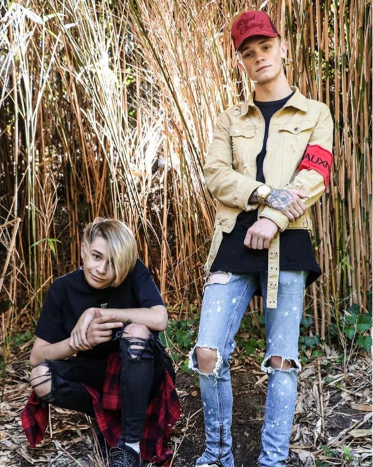 This is one of the most Amazing pictures of them😍 Charlie I love your jacket so much and Leondre I love your pants. I wish they made cool girl pants.