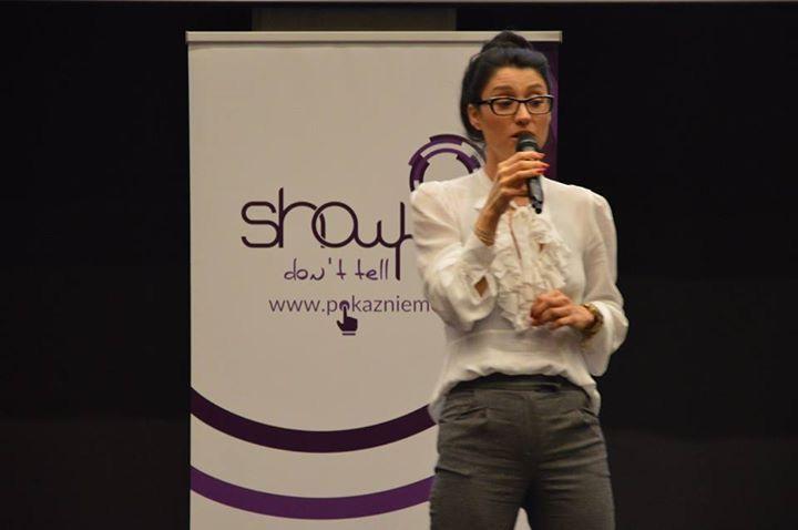 Szkoła Męskiego Stylu miała przyjemność uczestniczyć podczas Ekskluzywnej Gali dla kobiet – Show me don't tell me. Jedną z  prelegentek była Agnieszka Świst-Kamińska, Style Coach i Cool Hunter, która zachwyciła swoją przemową. Więcej na naszym blogu: http://szkolameskiegostylu.pl/blog/2015/12/charyzma-w-biznesie-szkola-meskiego-stylu-na-konferencji-show-me-dont-tell-me/