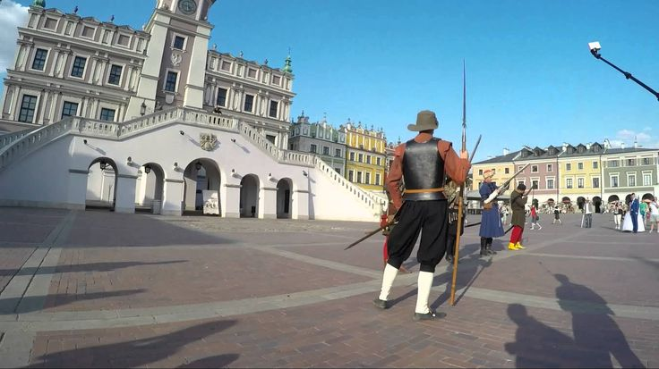 Pokaz musztry na Rynku Wielkim w Zamościu