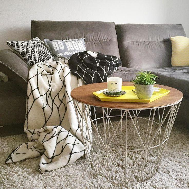 Table: Ferm Living #Wirebasket, Blanket: Bastis Rike #thegridblanket, Tray: Hay Design (photo: instagram.com/liebundteuer)