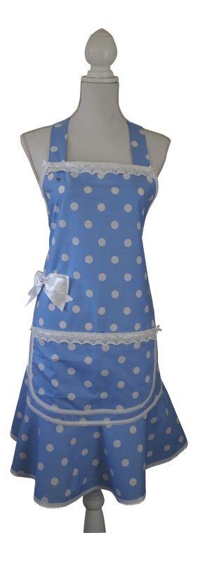 Keukenschort Lucy lichtblauw-  € 29,95  Een lief schortje met grote witte stippen. Het gehele schort is rondom afgewerkt met biaisband met een gehaakt randje. De bovenkant van het schort en van de zak zijn afgewerkt met een randje gehaakt kant. Verder zitten er kleine satijnen strikjes op de hoekjes. Op de heup zit een grote witte satijnen strik met een knoop. Verkrijgbaar in de maten S (36-38), M (40-42), L (44-46) en XL (48-50), Bestellen? info@schortenvanarrabel.nl  Verzendkosten € 2,25.