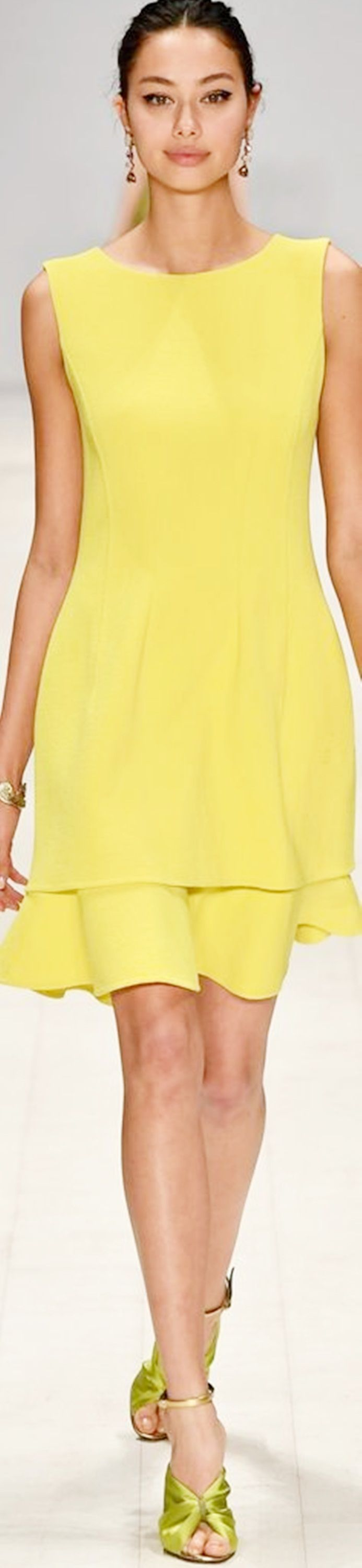 how to style a yellow dress - golf earrings, warm makeup, huge eyes