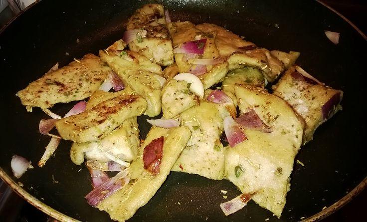 Wheat's muscle stir fried with onions - Muscolo di grano saltato in padella con cipolle