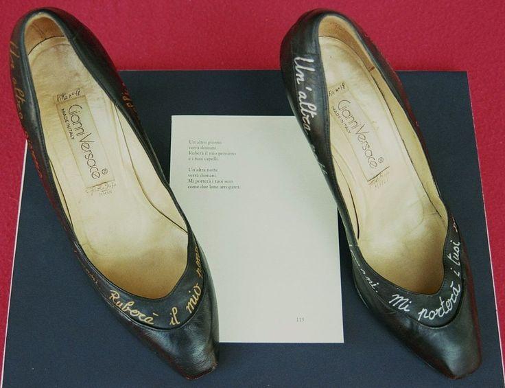 """Poesia 115 - Paolo Buzi 2006 """"Storia della mia Donna nelle Sue scarpe"""" - Marker oro e argento su scarpe #gianniversace + foglio di libro (poesie corrispondenti)"""