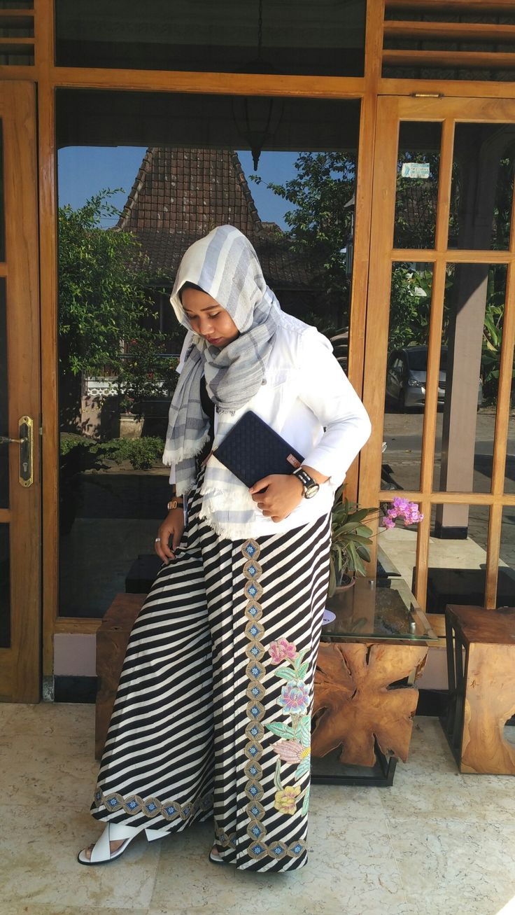 Hijab #OOTD with White Denim #Stradivarius White Shoes #VNC and some local brand from Indonesia ^^  #Monochrome #White #Hijab #Fashion