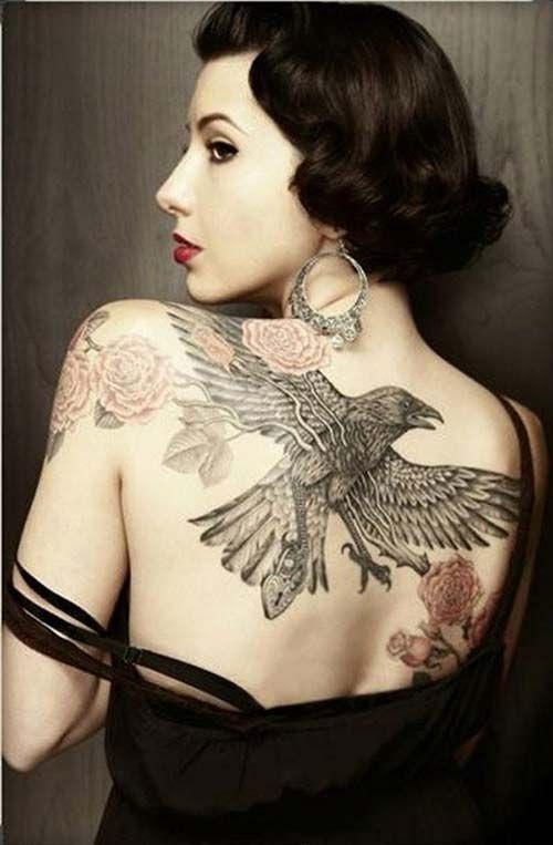 woman back raven tattoo kadın sırt kuzgun dövme