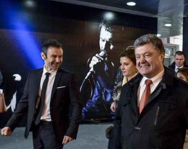 Святослав Вакарчук получил благодарность и поздравления с Днем рождения от Порошенко https://joinfo.ua/showbiz/1206033_Svyatoslav-Vakarchuk-poluchil-blagodarnost.html