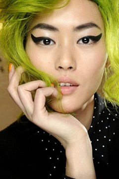 I love when someone can pull off the lime green hair.