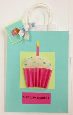 So cute! Happy birthday cupcake gift bag and tag! The cupcake pops off the bag.