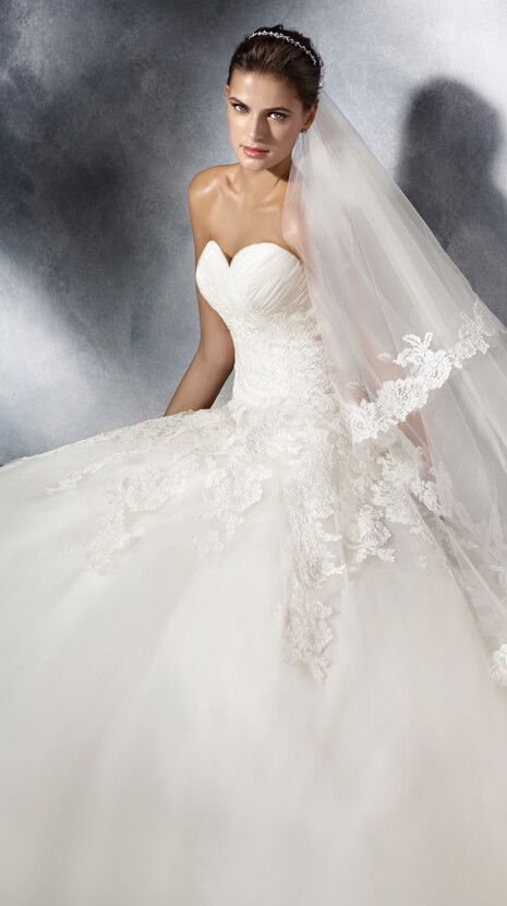 Best 75 Lilly menyasszonyi ruhák images on Pinterest | Short wedding ...