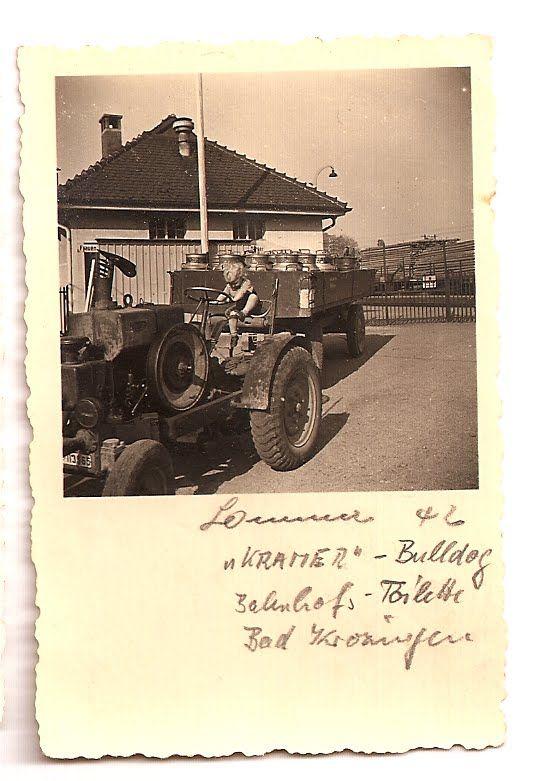 1942 Bad Krozingen - Kramer Traktor vor Bahnhofs-Toilette.   ☺