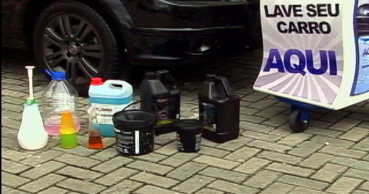 Rede fatura com lavagem de carros usando apenas um copo de água